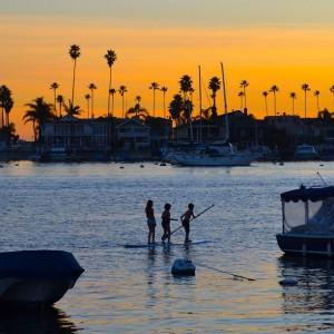 paddleboarders_balboa_island